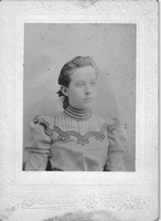 Photo_Unknown Portraits_1020 Arch St_unknown woman
