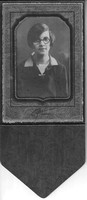 Photo_Unknown Portraits_Cochran of Woodbury_young woman w glass