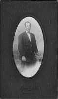Photo_Unknown Portraits_Myers-Cope Co._standing man